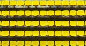 Assentos amarelos do Bleacher imagens de stock royalty free