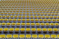 Assentos amarelos na arena Imagem de Stock