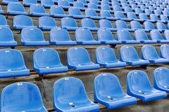 Assentos azuis do estádio com numeração Fotografia de Stock