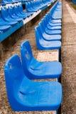 Assentos azuis em uma fileira Fotografia de Stock Royalty Free