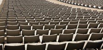 Assentos da fileira no estádio de futebol fotografia de stock royalty free