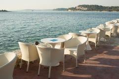 Assentos de jardim do café foto de stock royalty free