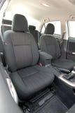Assentos dianteiros de um carro moderno Imagem de Stock