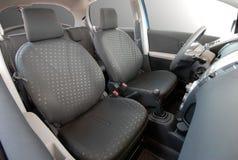 Assentos dianteiros no carro do passinger Fotos de Stock