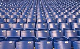 Assentos do estádio/arena imagens de stock royalty free