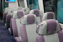 Assentos em um comboio de passageiros fotografia de stock royalty free