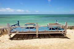 Assentos em uma praia tropical Foto de Stock Royalty Free