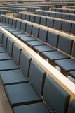 Assentos em uma sala de conferências Imagens de Stock
