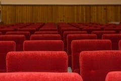 Assentos no cinema Lotes dos assentos no salão fotografia de stock royalty free