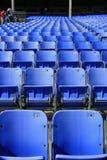 Assentos no estrada de motor de Lowes foto de stock