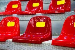 Assentos plásticos no estádio Imagens de Stock Royalty Free