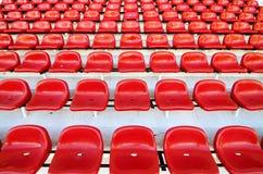 Assentos vermelhos do estádio Imagem de Stock Royalty Free