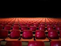 Assentos vermelhos do estádio Fotos de Stock Royalty Free