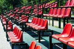 Assentos vermelhos do estádio Imagem de Stock
