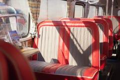 Assentos vermelhos do ônibus Fotografia de Stock