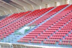 Assentos vermelhos no estádio do nacional de Supachalasai Fotografia de Stock Royalty Free
