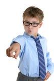 Assertiive Kind, das seinen Finger zeigt stockfotos