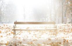 Asseyez-vous et appréciez l'hiver photo stock