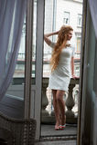 Assez blond dans le salon Photographie stock libre de droits