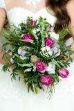 Assez bon épousant le bouquet Photo libre de droits