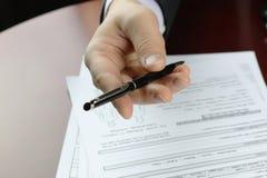 Assicurazione firmata mano fotografia stock libera da diritti