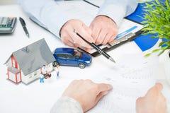 Assicurazione Live Car Protection Concept domestico fotografia stock libera da diritti