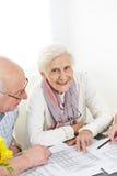 Assicurazione senior di pianificazione delle coppie Fotografie Stock