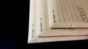 Assignez l'enveloppe d'expédition d'affaires photos stock
