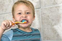 Assim é necessário limpar os dentes Fotografia de Stock