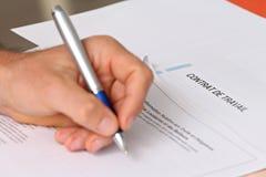 Assinando um contrato de emprego francês Foto de Stock