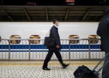 Assinante japonês que apressa-se por Shinkansen Fotografia de Stock