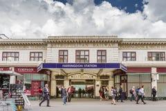Assinantes fora da entrada à estação de Farringdon Foto de Stock
