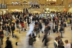 Assinantes que apressam-se no terminal de Grand Central, New York Imagem de Stock
