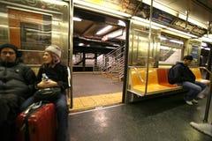 Assinantes que esperam no trem o 1º de janeiro, Fotografia de Stock