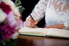 Assinatura da noiva foto de stock