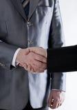Assinatura do acordo e de um aperto de mão Fotografia de Stock