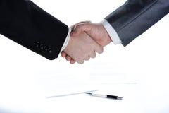 Assinatura do acordo e de um aperto de mão Imagem de Stock Royalty Free