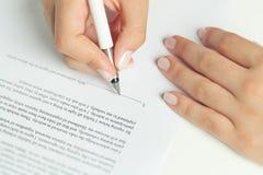 Assinatura do contrato do negócio Imagens de Stock