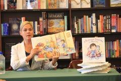 Assinatura do livro de Cora do gato do cozinheiro chefe do ferro imagens de stock royalty free