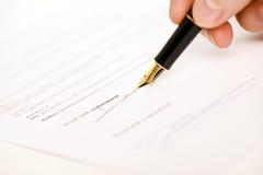 Assinatura lida e compreendida Fotografia de Stock Royalty Free