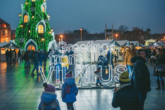 Assine cumprimentos da árvore de Vilnius e de Natal em Vilnius Lituânia 2015 Imagens de Stock Royalty Free