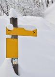 Assine dentro a neve Fotografia de Stock