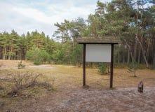Assine dentro o For Your Information da floresta Fotos de Stock