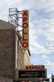 Assine fora do teatro de Apollo o 8 de janeiro de 2012 no Ci de New York Foto de Stock