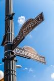 Assine na interseção rua do oeste da 8as e avenida do congresso Fotos de Stock