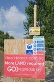 Assine o pedido de mais terra para o desenvolvimento de construção no local Fotos de Stock Royalty Free