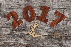 Assine o símbolo do número 2017 no estilo retro velho b de madeira do vintage Foto de Stock