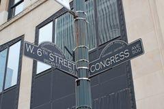 Assine para rua do oeste a 6as e avenida em Austin, Texas do congresso imagem de stock royalty free