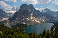 assiniboine天蓝的湖挂接 免版税库存图片