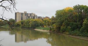 Assiniboine, rivierbedding in Winnipeg, Canada, 4K stock videobeelden